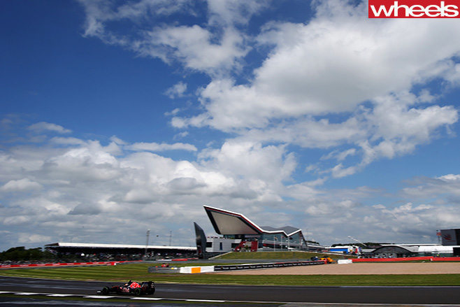 Cars -driving -around -Silverstone -F1-Circuit