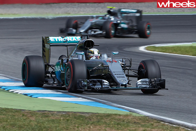 Lewis -Hamilton -Mercedes -F1-Car -racing -front