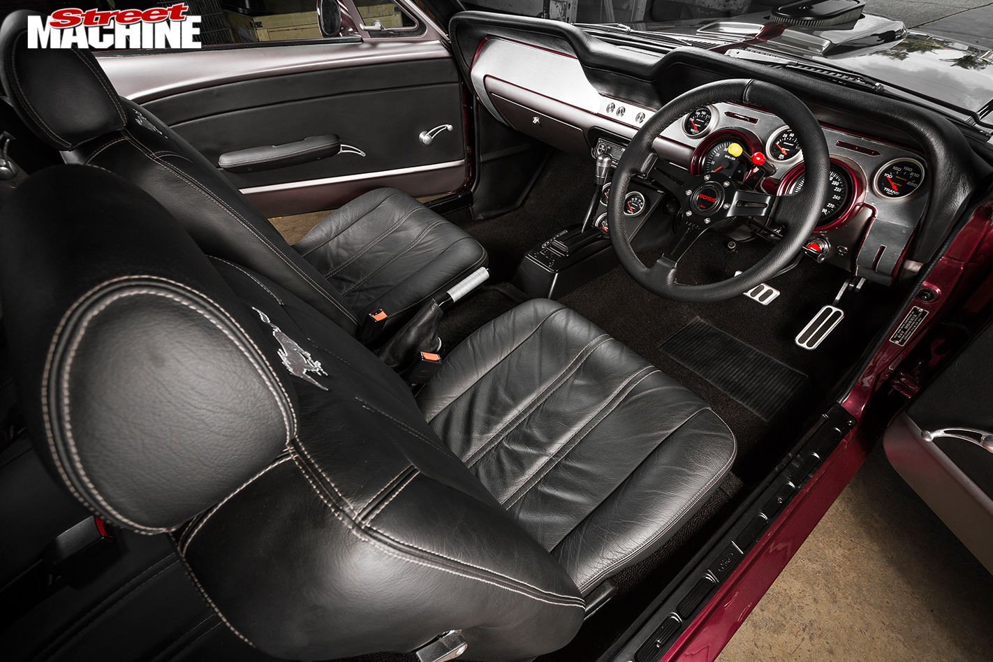 Ford -Mustang -interior -passenger -side -2