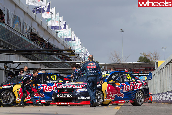 Holden -Commodore -V8-Supercars -parked