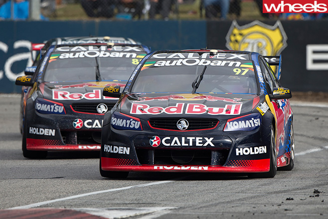 Holden -Commodore -V8-Supercars -driving -track