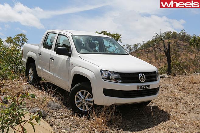 White -Volkswagen -Amarok -front