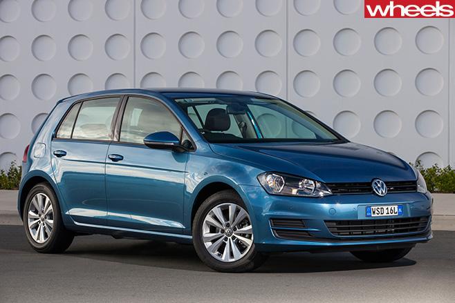 White -Volkswagen -Golf -front