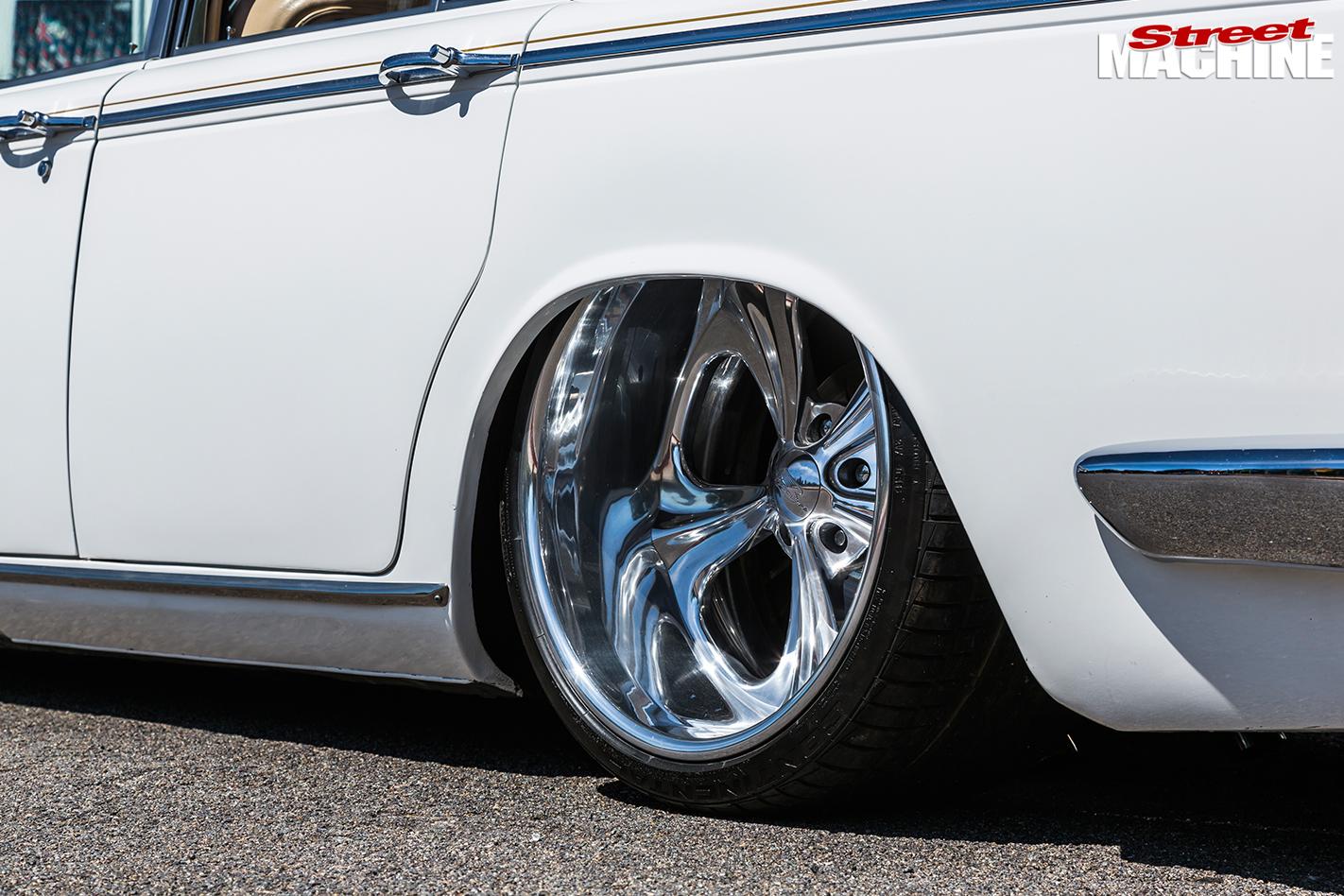 Rolls -royce -silver -shadow -rear -wheel -2