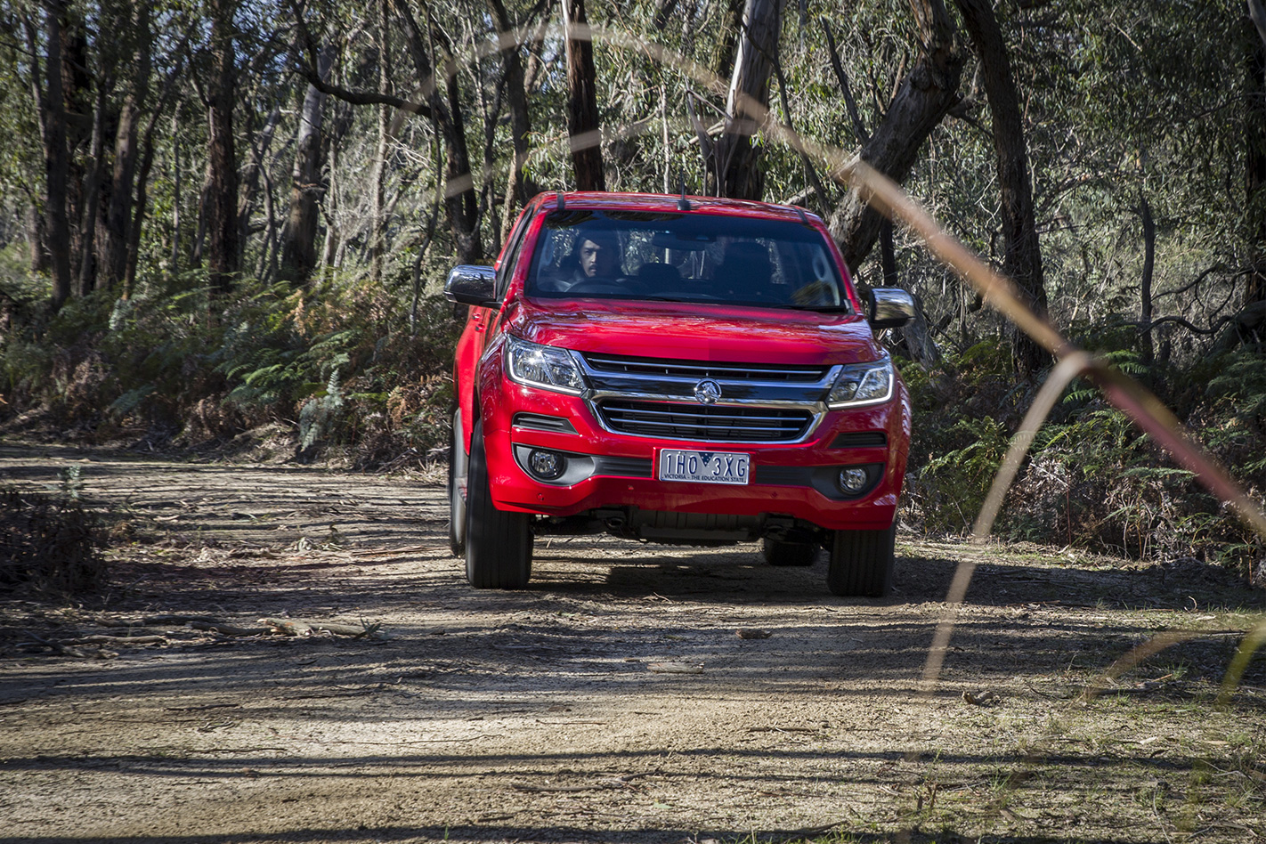 Holden Colorado MY17 front driving