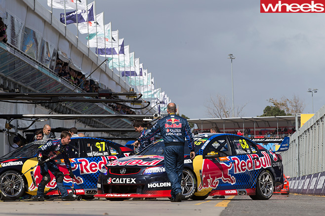 Red -Bull -HRT-Supercars -in -pits
