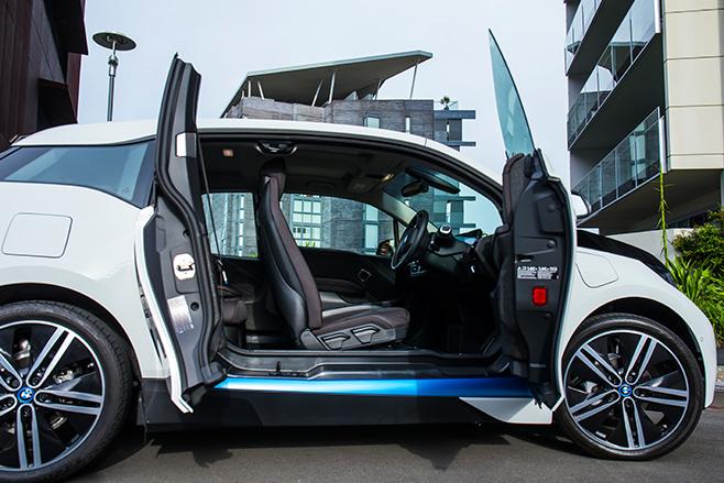 BMW-i 3-interior -open -door