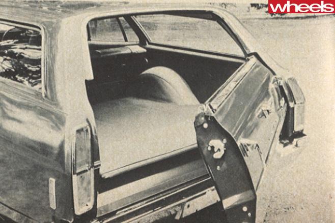 Ford -XA-Falcon -tailgate
