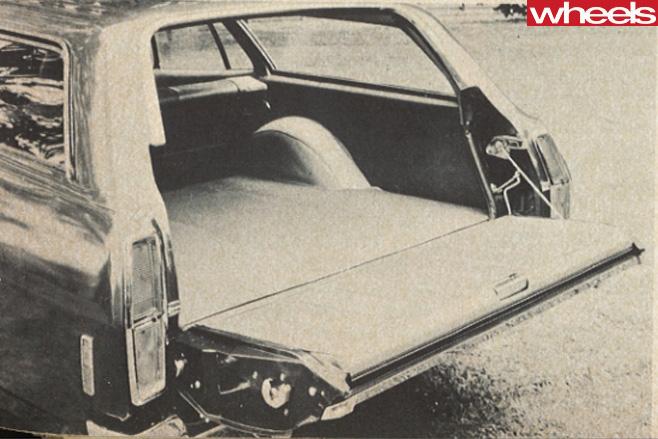 Ford -XA-Falcon -boot
