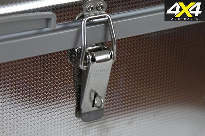 Opposite lock single lock