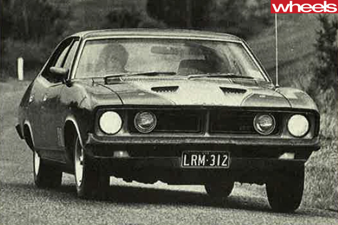 1974-Ford -Falcon -XB-GT-driving