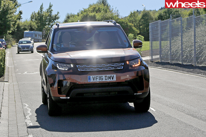 Land -Rover -Discovery -5-camouflaged -front
