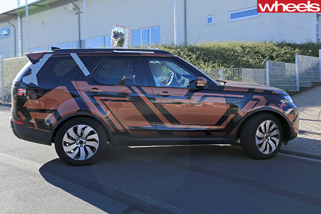 Land -Rover -Discovery -5-camouflaged -side
