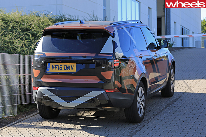 Land -Rover -Discovery -5-camouflaged -rear