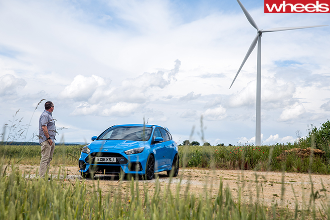 2016-Ford -Focus -RS-in -front -of -windmill