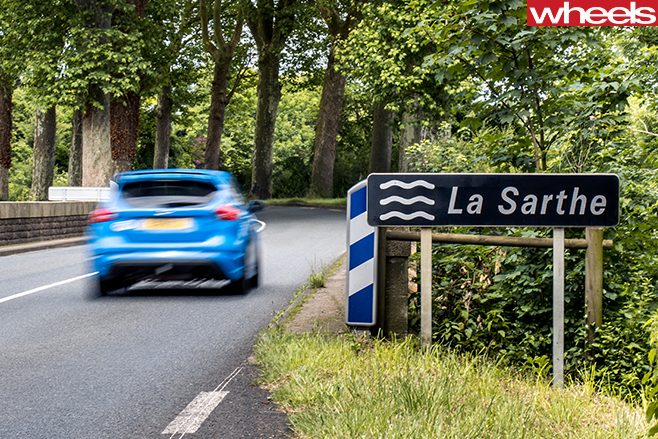 2016-Ford -Focus -RS-rear -driving -at -La -Sarthe