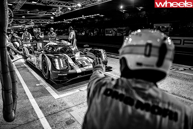 24-hour -le -mans -race -pit -stop -team