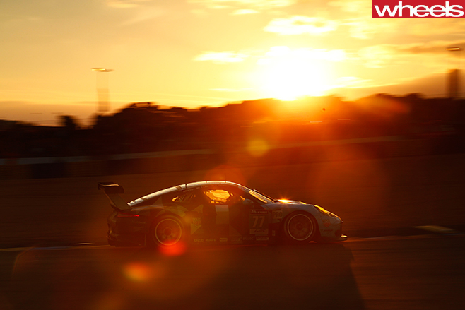 Porsche -race -car -driving -at -Le -mans