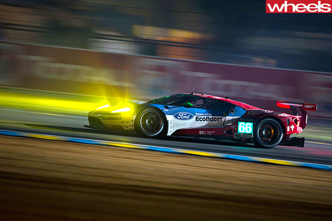 Ford -GT-driving -at -24-hour -le -mans -race