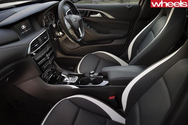 Infiniti -Q30-interior