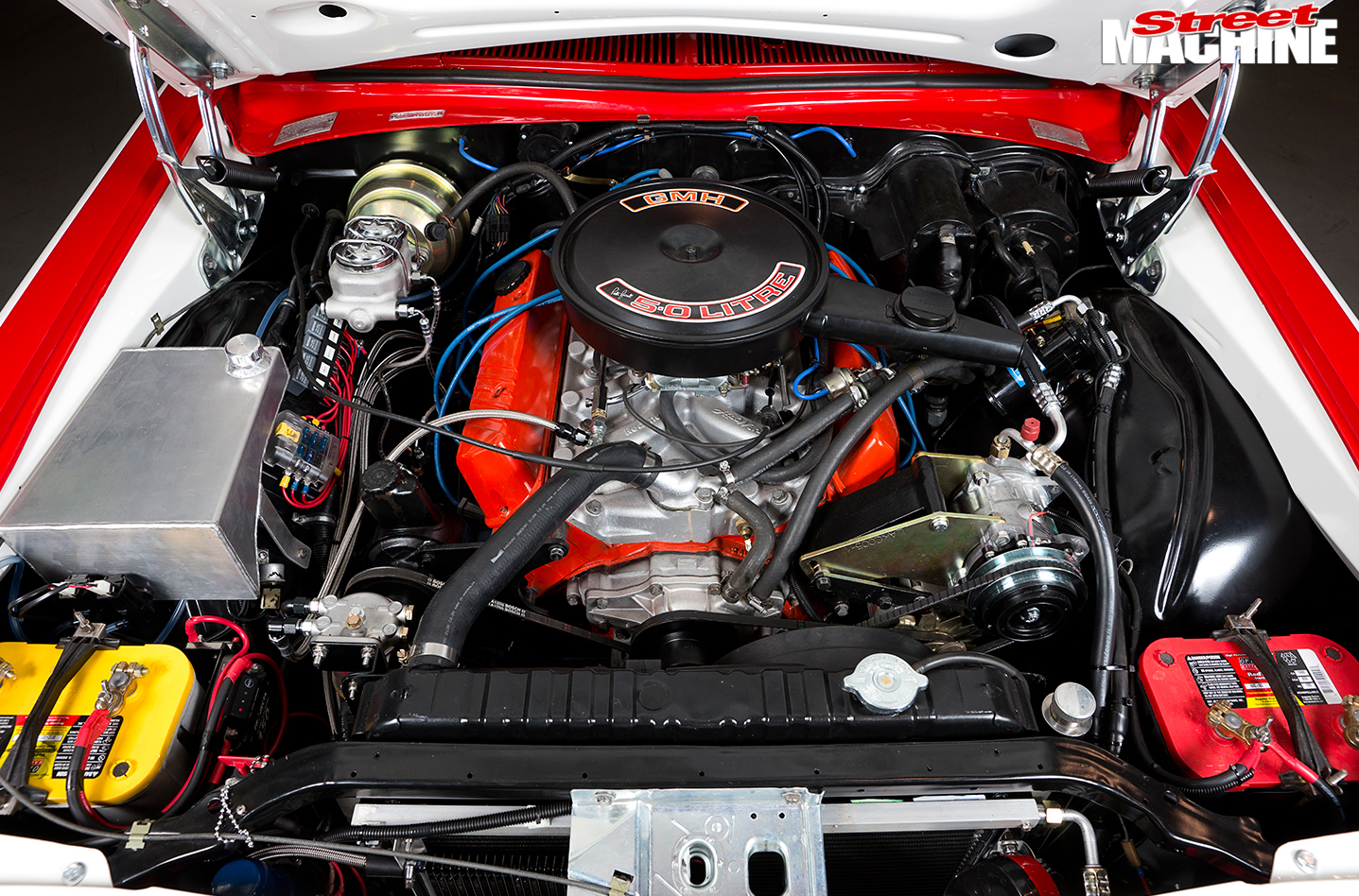 Bash -Holden -Statesman -engine -bay