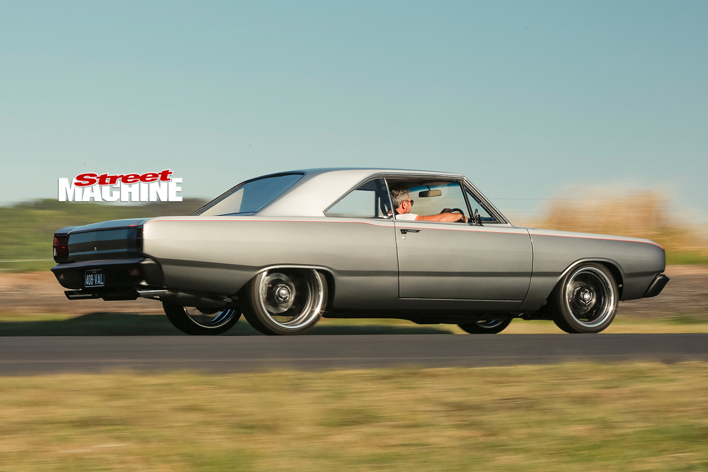 Chrysler -Valiant -VF-side -onroad