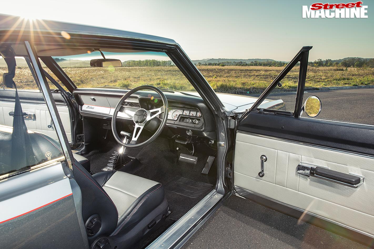 Chrysler -Valiant -VF-interior -front
