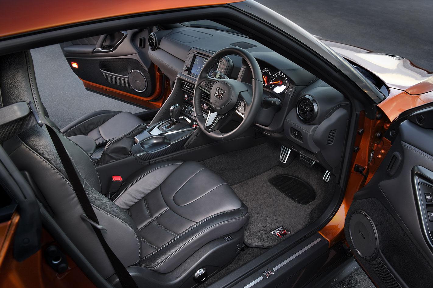 2017-Nissan GT-R interior