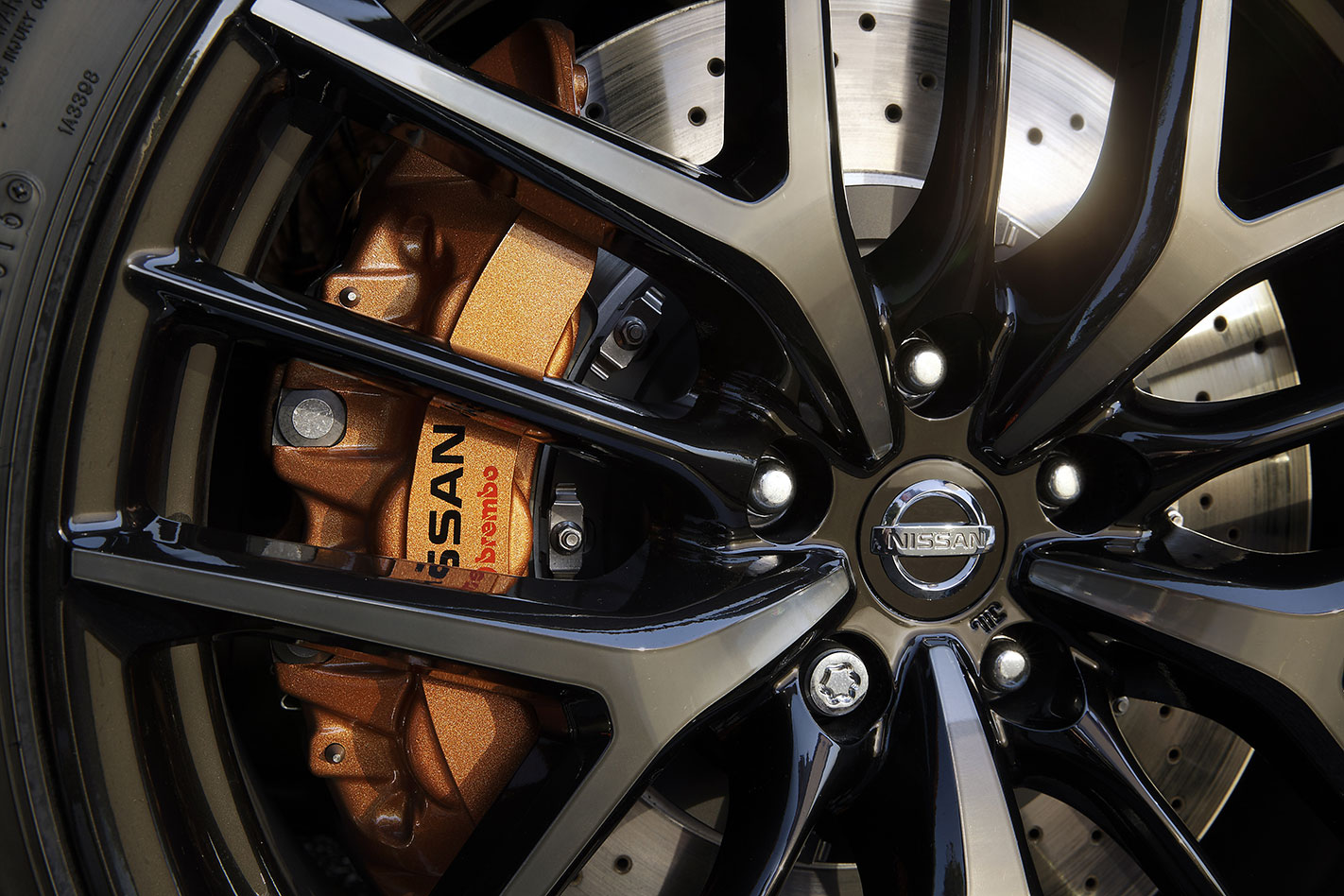 2017 Nissan GT-R brakes