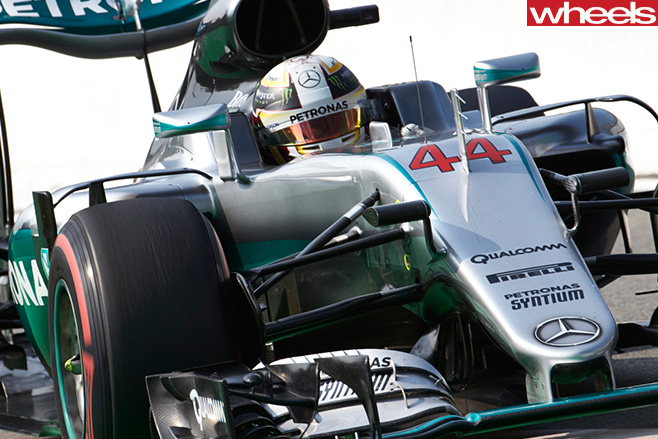 Lewis -Hamilton -F1-car -racing