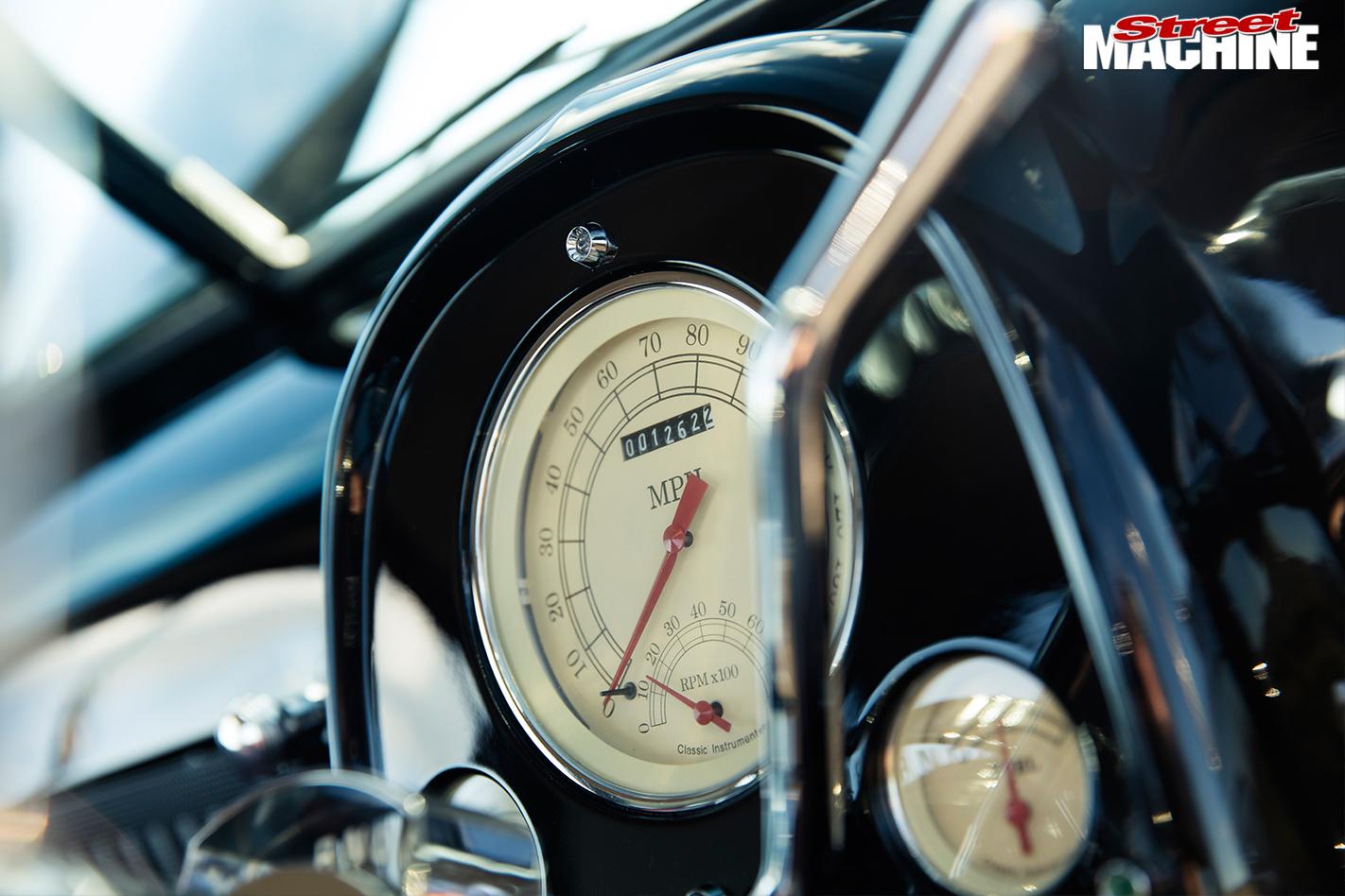Holden -FJ-ute -gauges
