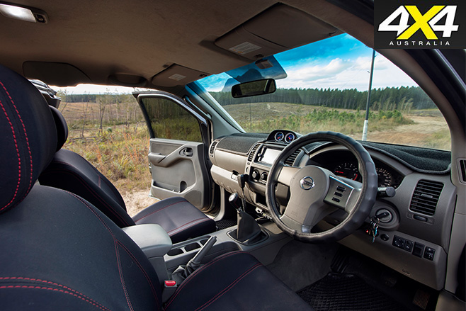 Custom -d 40-nissan -navara -interior