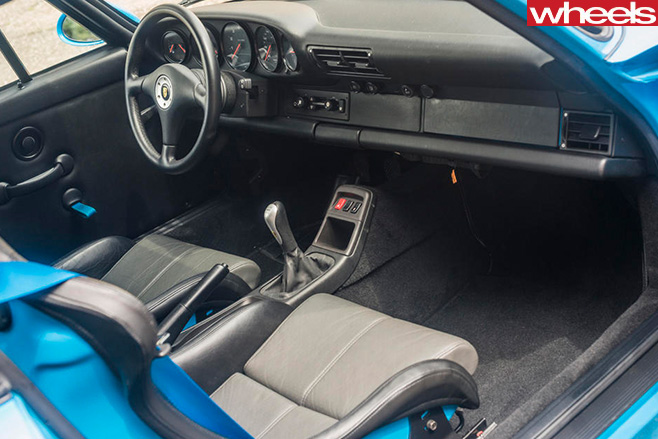 1995-Porsche -911-GT2-interior