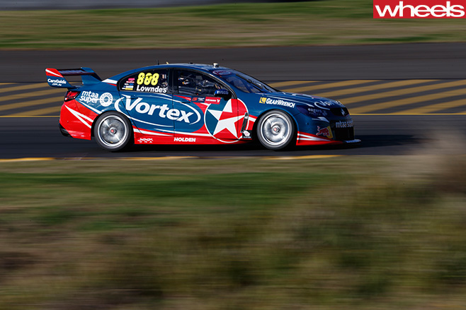 V8-Supercars -racing -side
