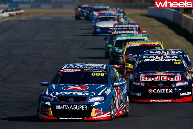 Craig -Lowndes -leading -field -V8-Supercars