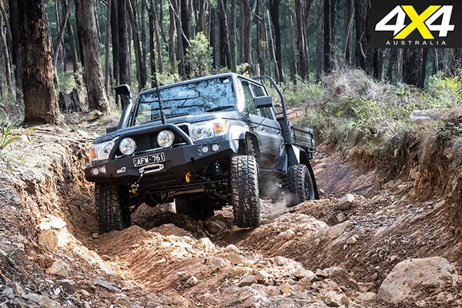 Toyota LandCruiser 79 rock crawling