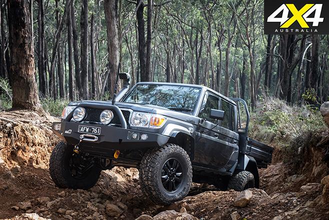 Toyota LandCruiser 79 climbing