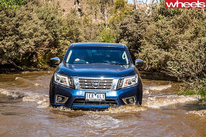 Nissan -Navara -NP300-wading