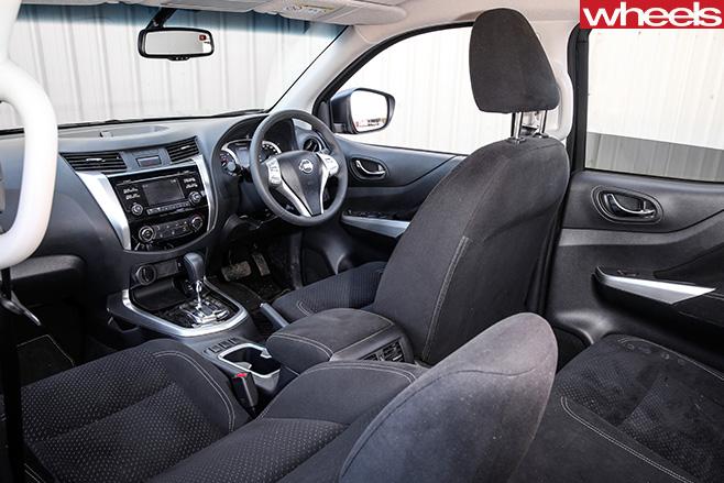 Nissan -Navara -NP300-interior