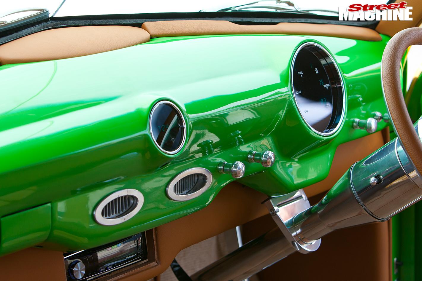 Ford -woody -dash