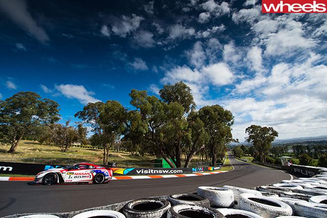 Nissan -Altima -racing -around -track