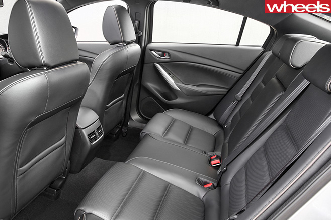 Mazda -6-driving -rear -seats