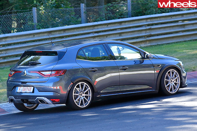 2017-Renault -Megane -RS-spypic -rear -side -track