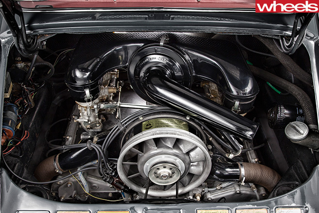 1964-Porsche -911-engine