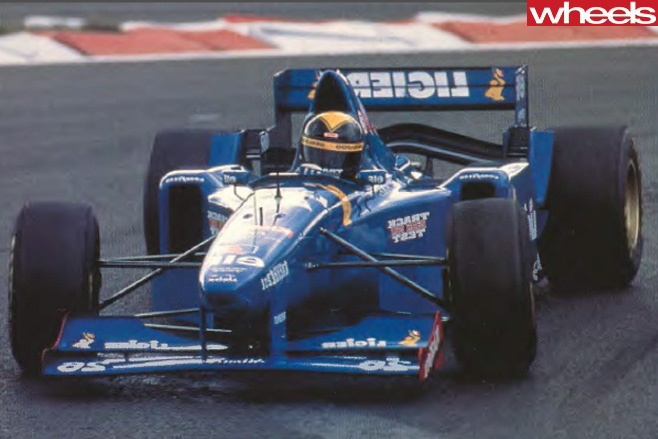 1996-Ligier -JS41-F1-race -car -driving