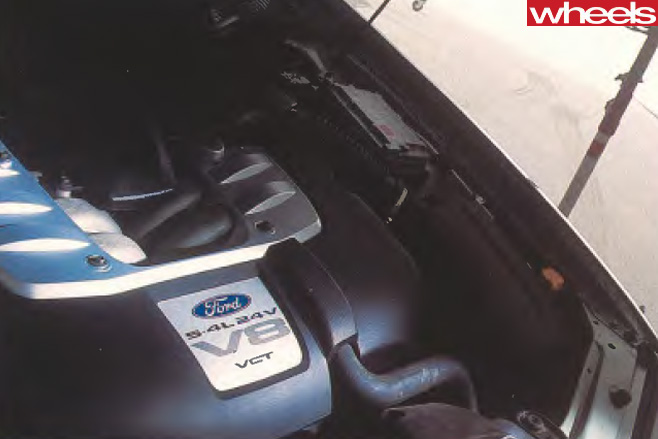 2002-Ford -BA-V8-engine