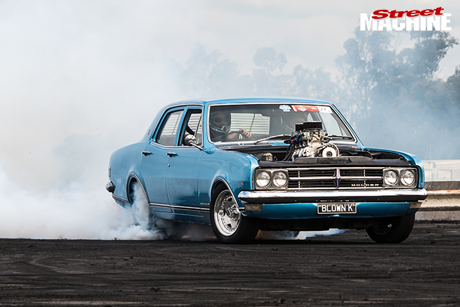 Performance car mania blue holden-