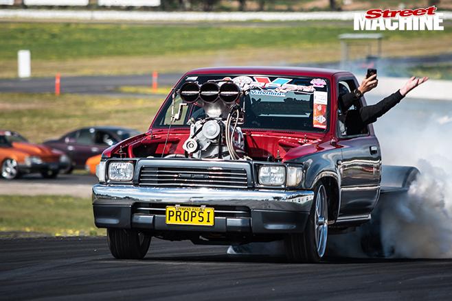 Performance car mania propsi hilux burnout