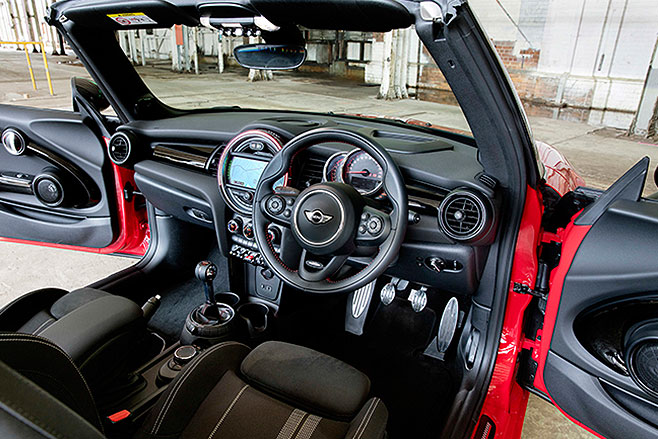 2017-Mini -John -Cooper -Works -Convertible -steering -wheel