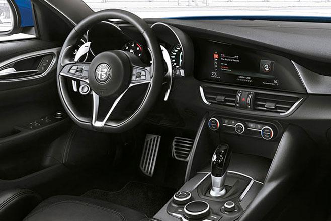 Alfa -Romeo -Giulia -Veloce -interior